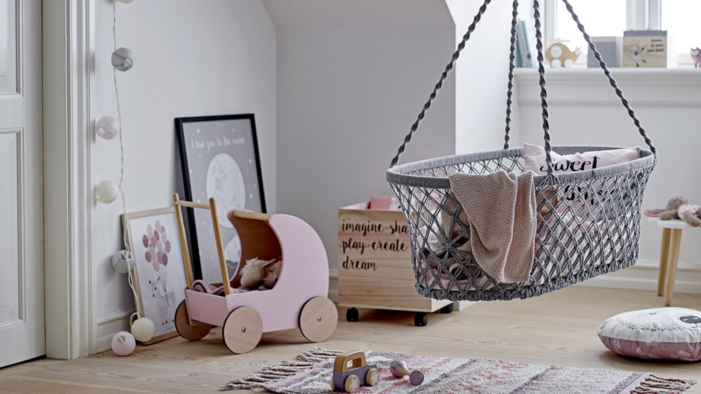 Bloomingville-toy-pram-rose-mdf-mood-16-9-1400x787.jpg