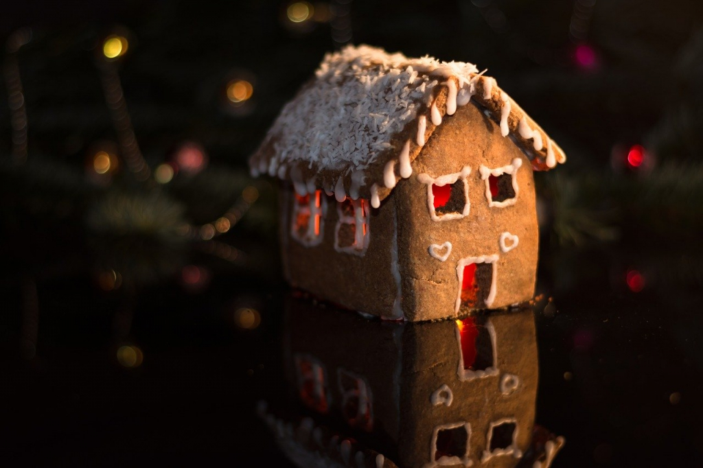 gingerbread-house-3873431_1280.jpg
